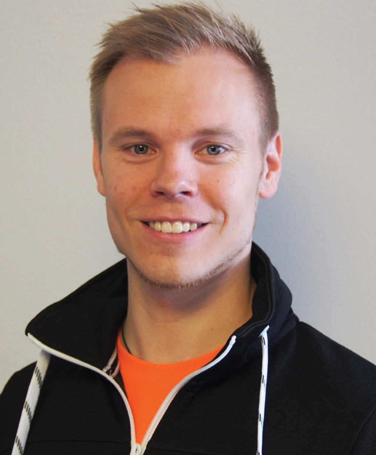 Yksilövalmennuksen lisäksi Juha Karhu kouluttaa tulevia personal trainereita.