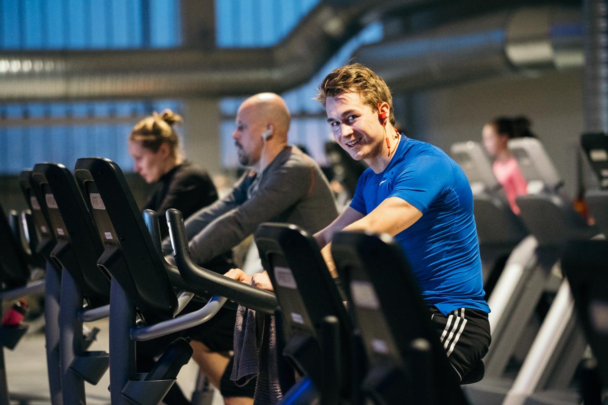 Training Centerin kuntosalilta löydät suuren määrän aerobisia laitteita kuten juoksumattoja, kuntopyöriä, soutulaitteita, crosstrainereita ja porraskoneita.